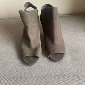 Vince Camuto size 37